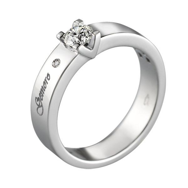 Anello solitario in oro bianco 18kt con diamanti di diverse carature